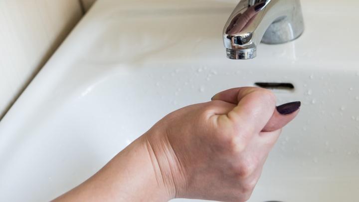 Кипяток так и не дали: жители Сухарной по-прежнему остаются без горячей воды (обновлено)