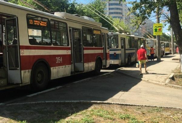 Проспект Кирова встал в пробке из-за поломки троллейбуса