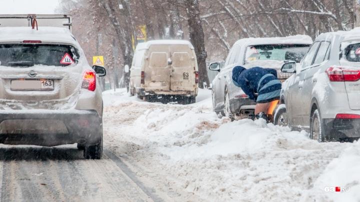 Службы благоустройства обещают убрать сугробы с обочин самарских улиц