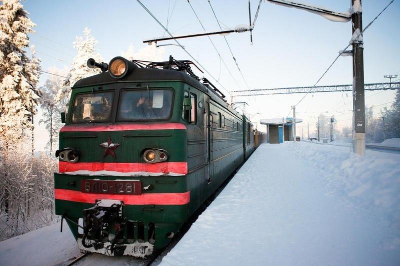 На предстоящие праздники ЮУЖД изменили расписание нескольких пригородных поездов