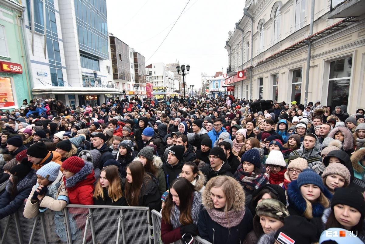 На Вайнера собрались около тысячи человек