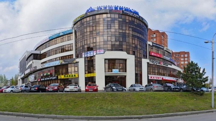 Из торгового центра в Ростове эвакуировали 120 человек