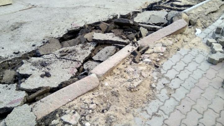 Дорожники объяснили принцип установки гранитных и бетонных бордюров в центре
