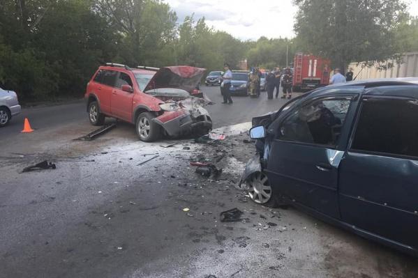 В столкновении Mitsubishi Outlander и Renault Logan погиб водитель Renault