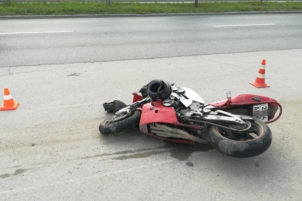Авария случилась недалеко от остановки «АЗС»