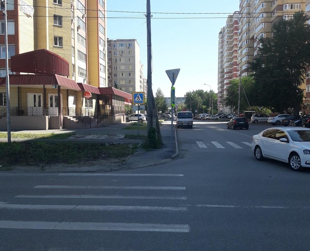 Переход на улице Демьяна Бедного тоже долгое время упирался в столб