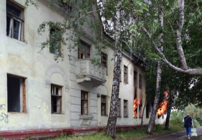 Пожар произошёл в заброшенном здании