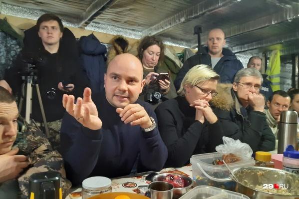 Гости говорили, что приехали на Шиес с лучшими побуждениями. В том числе с тем, чтобы помочь местным активистам «поднять ставки» в борьбе и предложить своих кандидатов на выборах в Госдуму в 2021 году