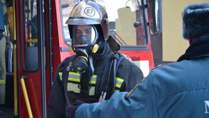Из-за шалостей маленького ребёнка вспыхнул диван: в Антипино произошёл пожар в многоквартирном доме