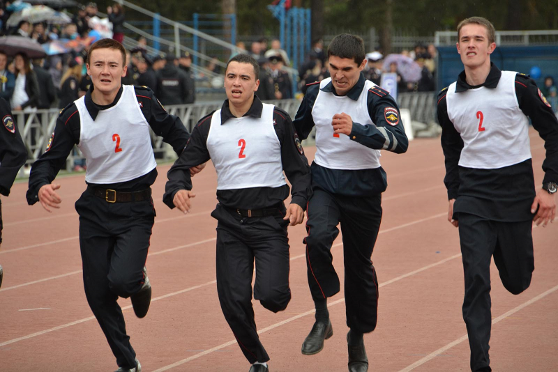 Челябинцы первые: полицейские почтили память погибших коллег на мемориале Масленникова