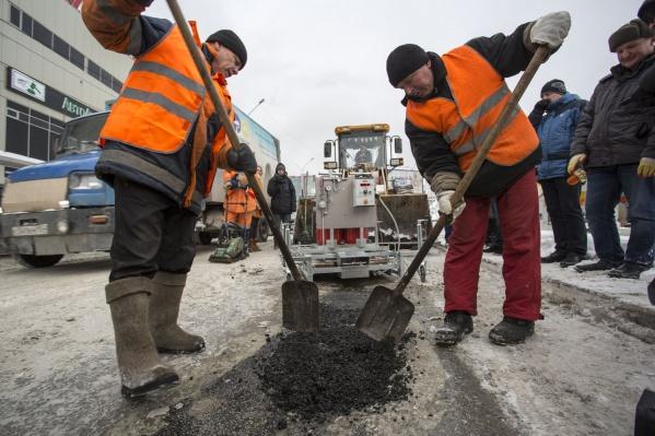 Губернатор попросил не затягивать с началом ямочного ремонта, несмотря на минусовые температуры