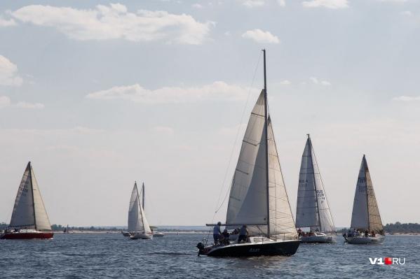 Спортсмены готовы спустить на воду свои яхты