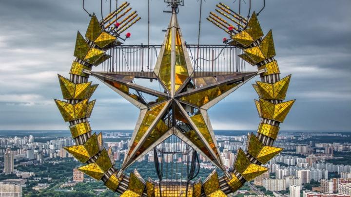 Голова закружится: екатеринбуржец снял верхушки знаменитых московских зданий
