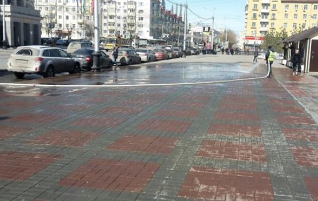 Центральные улицы Уфы помыли из шлангов