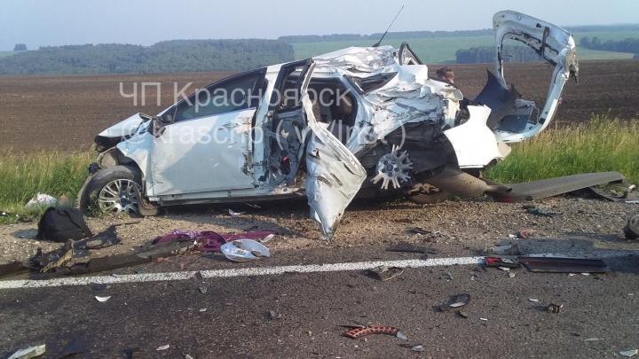 Лихач устроил массовую аварию под Балахтой. 5 человек из искореженных авто попали в больницу