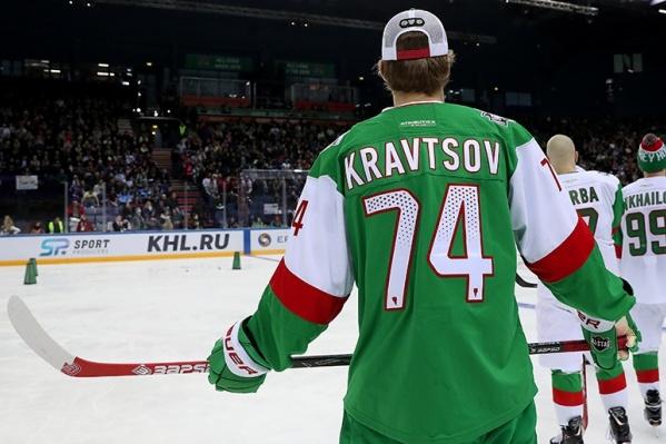 В первый день Виталий Кравцов поучаствовал в эстафете хоккейного мастерства и биатлоне
