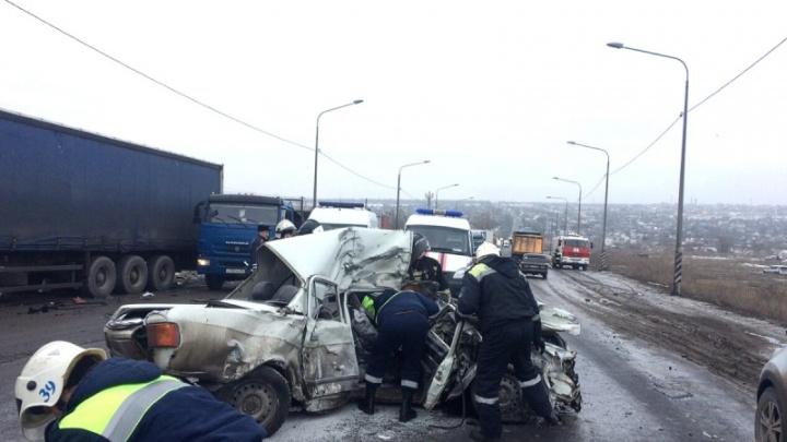 «Возможно, их подрезал КАМАЗ»: друзья погибших в жутком ДТП супругов из Волгограда ищут свидетелей