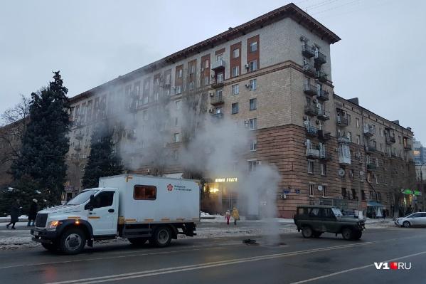 Проверять теплотрассу волгоградские коммунальщики начали еще в пятницу