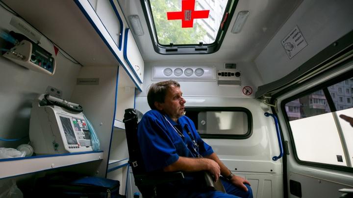 «Люди шлют проклятья»: один день с медиками «скорой» (фоторепортаж)