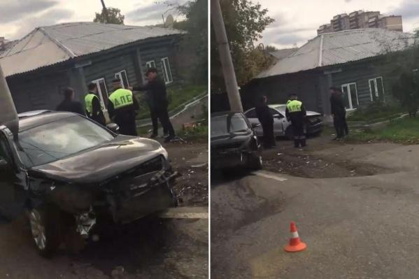 Одна из машин съехала с дороги