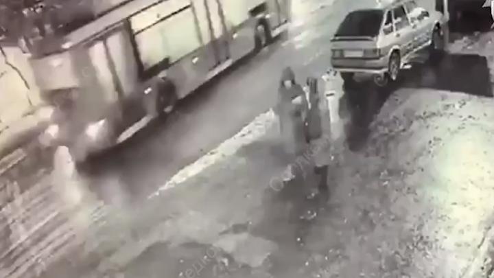 «Перерезал горло»: монтажник из Магнитогорска убил мужчину у московского бара «Чёрный какаду»