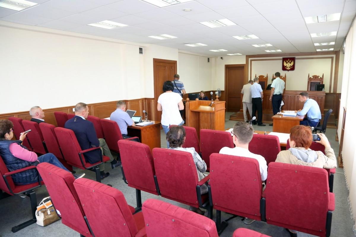 На заседание суда из Красноуфимска приехали 12 активистов, не считая заявителя — Андрея Баженова