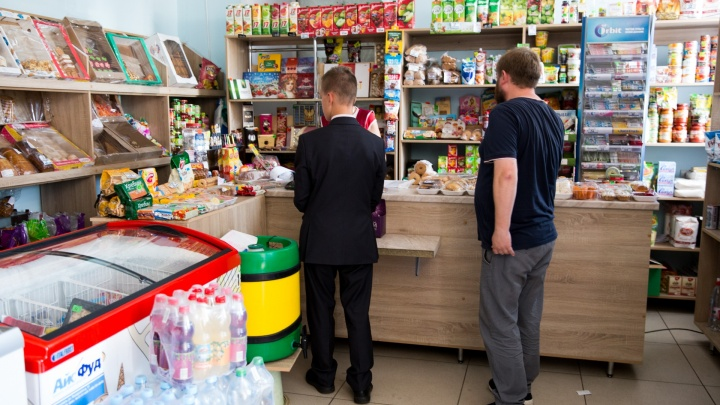 В Переславле покупатели скрутили грабителей, напавших на продавщицу в магазине