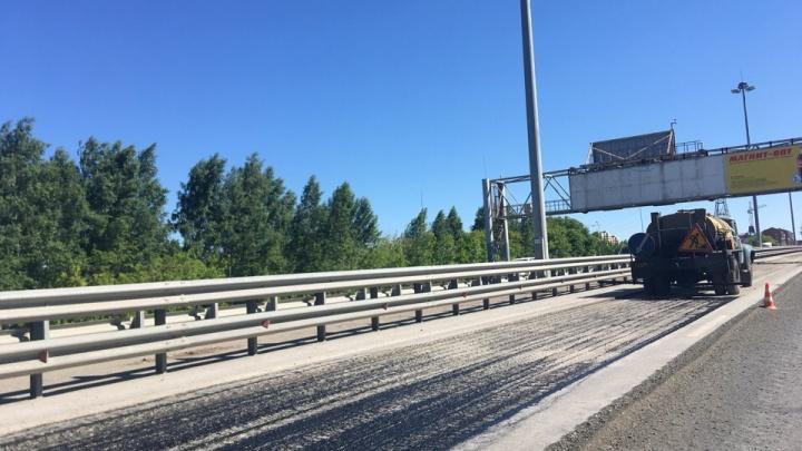 Советское шоссе встало в пробку из-за дорожных работ (обновлено)