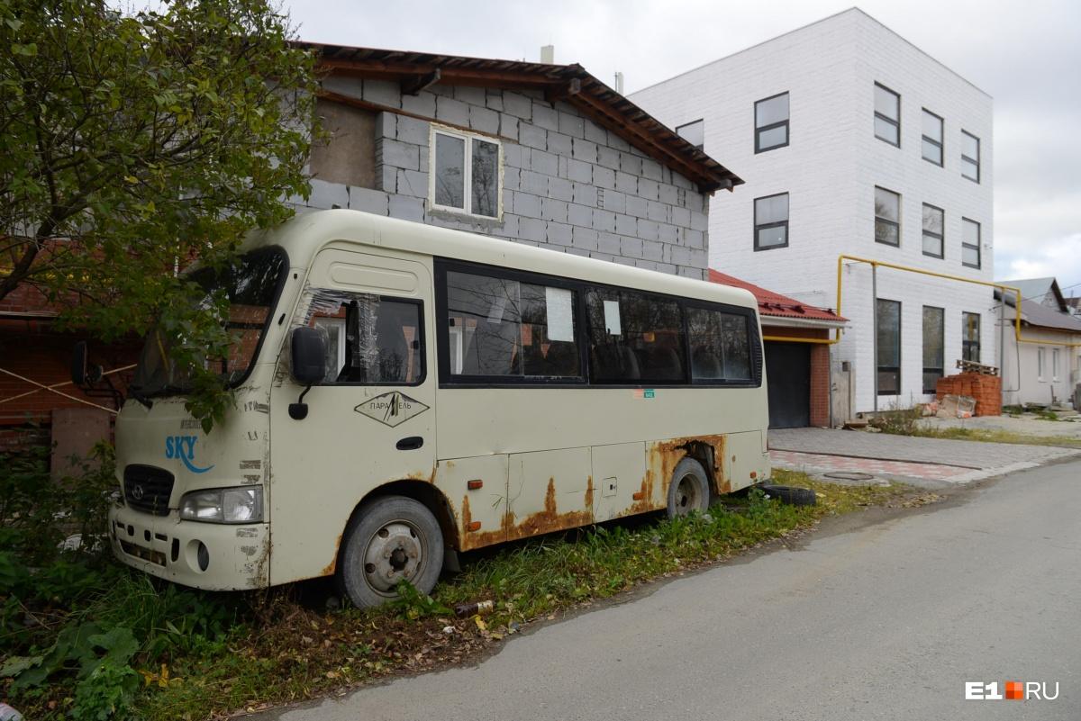 Откуда тут автобус — загадка