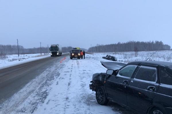 Погибших в аварии нет, но две пассажирки одной из легковушек получили серьёзные травмы