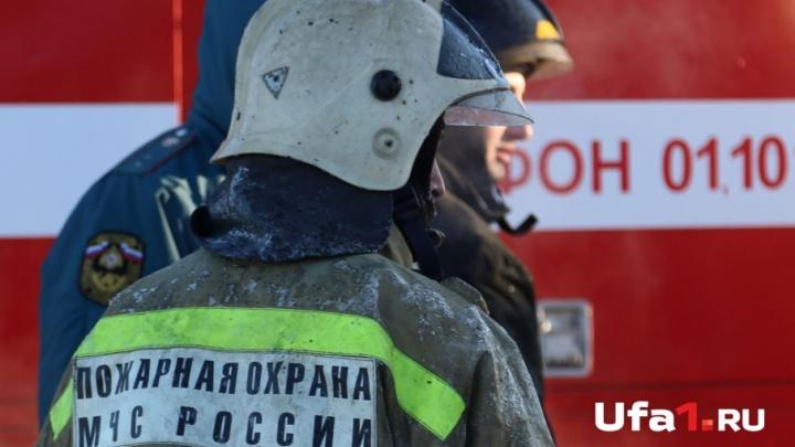 Под Уфой сгорел склад битумной фабрики