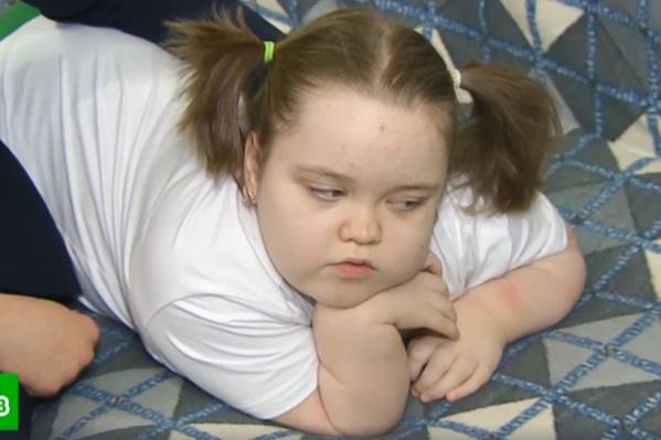 Восьмилетняя Дарина страдает редким генетическим заболеванием