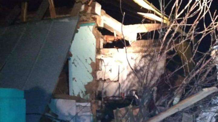 В Звериноголовском при хлопке газа частично разрушен жилой дом: один пострадавший госпитализирован