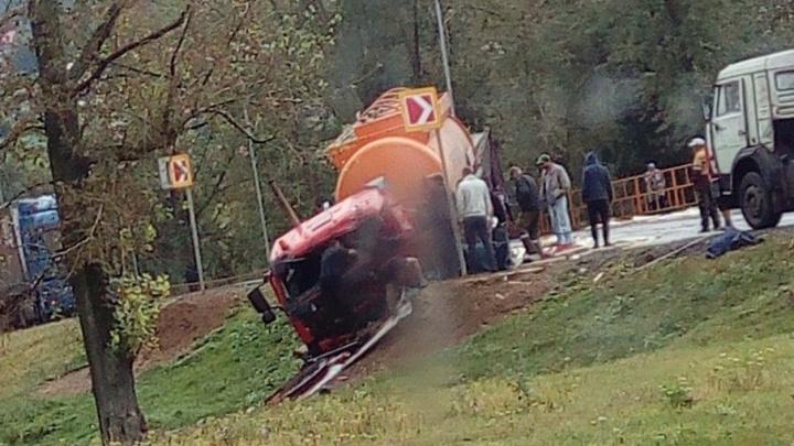 На трассе М-7 в Башкирии столкнулись бензовоз и фура