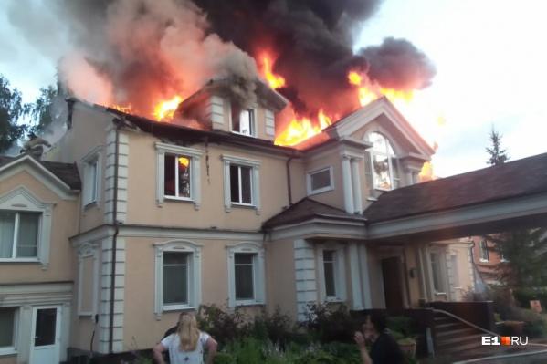 Пока неизвестно, пострадал ли кто-то в этом пожаре