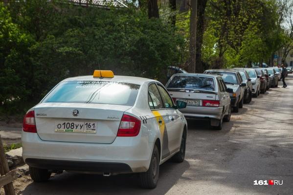 В Ростове произошла драка между таксистами и жильцами многоэтажки