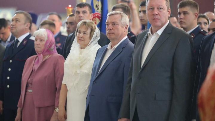 Губернатор Ростовской области в 2018 году заработал в семь раз меньше своей жены