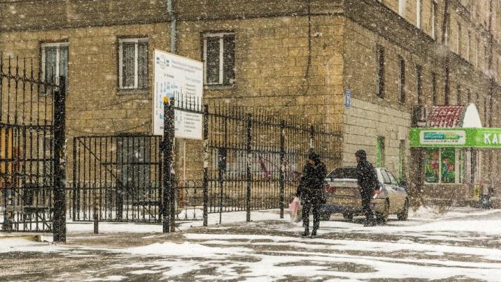 Новосибирск в снегу: пробки 11 баллов, аварии, сугробы и другие последствия первого снегопада