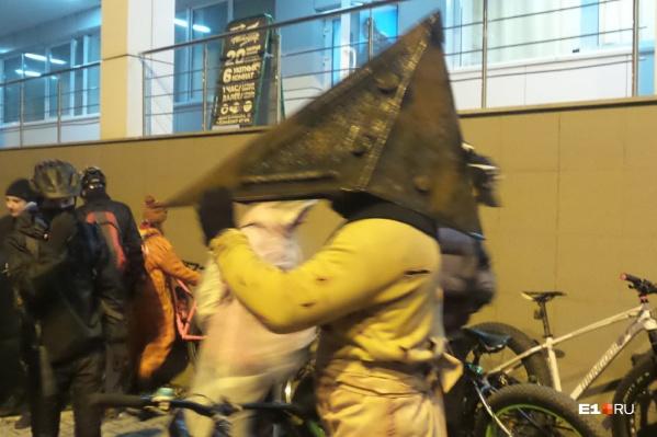 Среди участников заезда был дажеПирамидоголовый из компьютерной игры Silent Hill