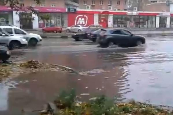 Проспект Толбухина в Ярославле ушел под воду