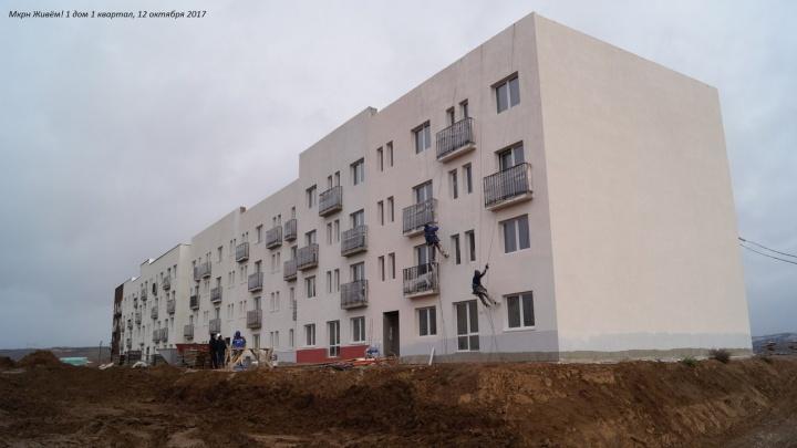 У «Новалэнда» достроили первую спорную 4-этажку с «квадратом» за 40 тысяч