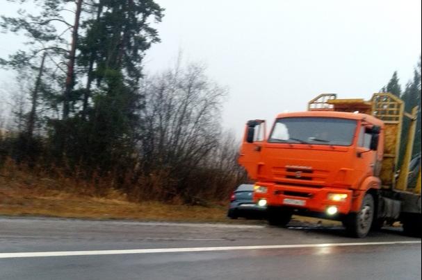 «Два тела лежали на дороге»: водитель «Рено» попал в смертельное ДТП под Даниловом