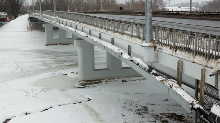 «Он будет крошиться»: дорожные активисты нашли опасные изъяны в новом мосту через Которосль