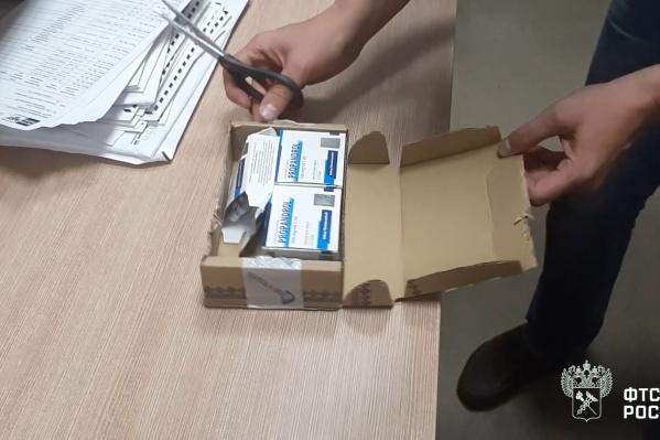 В полученной мужчиной коробочке было пять упаковок с ампулами