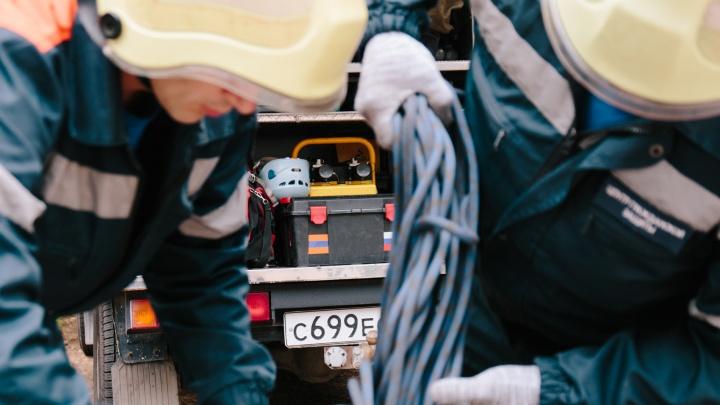 Недетские шалости: в Чапаевске спасатели «вытащили» из ямы 13-летнего мальчика
