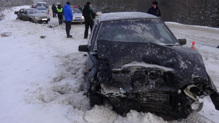 После аварии из-за пьяного водителя гаишники закрыли автобусное движение по трассе под Екатеринбургом