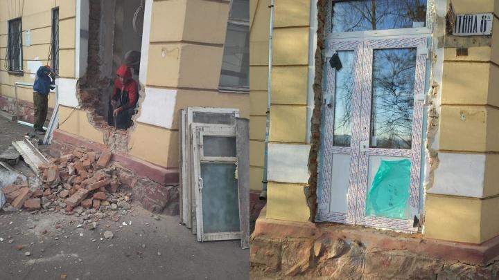 На Никитина предприниматель выкупил квартиру и назло соседям решил сделать отдельный вход под клинику