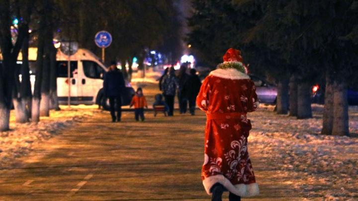 Уфимский парад Дедов Морозов превратили в мобилизацию новогодних войск
