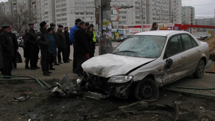 «Постоянно идут на таран»: вспоминаем, как машины врезались в остановки Волгограда
