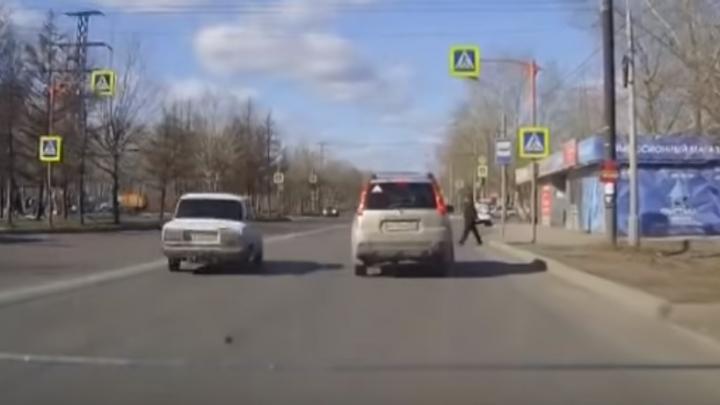 Очень дерзкого водителя ВАЗа инспекторы нашли и оштрафовали по видео в соцсетях